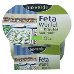 Feta-Würfel in Kräutermarinade